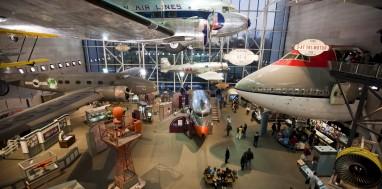 LUFT OG ROM: Smithsonian-instituttets National Air and Space Museum er verdens største luft- og romfartsmuseum. I fjor var 6,7 millioner mennesker innom, og 5,2 millioner hittil i år.  FOTO: Richard T. Nowitz / Corbis / NTB scanpix /